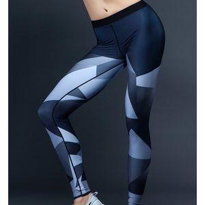 ULTRACOR elite facet print legging - like new!